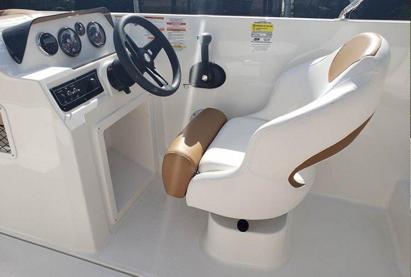 2019-bayliner-dx2000-12.jpg